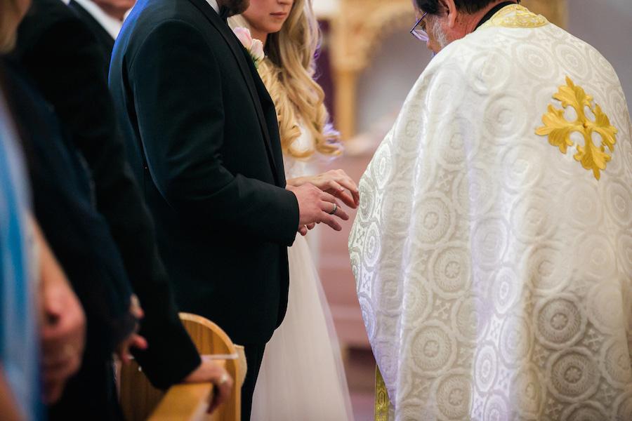 Organizarea unei nunti in Moldova (Suceava, Iasi, Piatra Neamt, Bacau, Falticeni) implica bineinteles si organizarea cununiei religioase