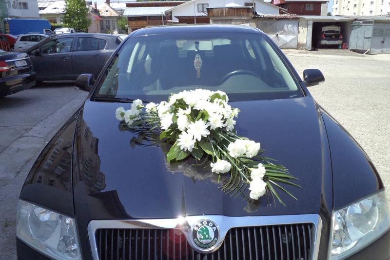 Cauti sa inchiriezi o masina pentru nunta?